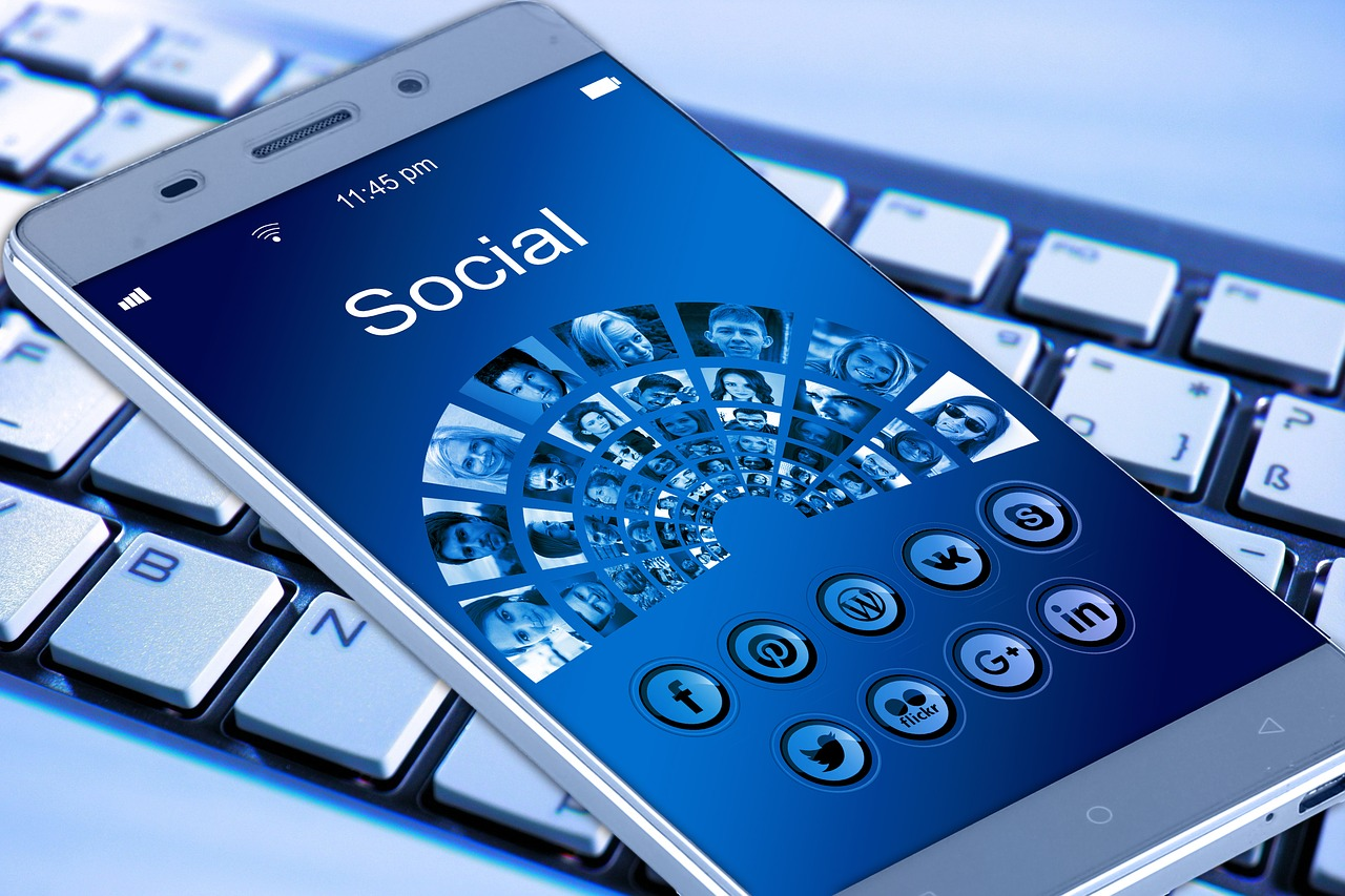 Surprise ou pas : Facebook collectera des données avec son enceinte connectée Portal